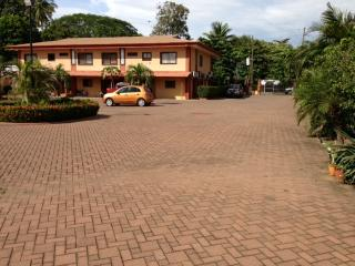 Central Place, spacious and centrally located 2BR/1BA second floor condo, Playas del Coco