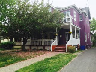 Huge 4 bed with balcony- block from the beach, Asbury Park
