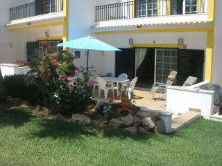Townhouse  F, Guia