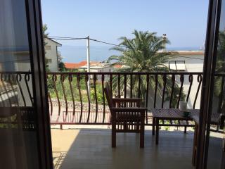 Sunny Mediterranean 3BD Apartment
