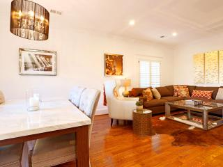 WH English Pool House - Between Melrose and the Sunset Strip! English style cottage with pool!, West Hollywood