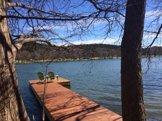 The GUESTHOUSE CABIN RETREAT~HILL COUNTRY LUXURY!~, Austin