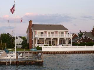 Beautiful Home on the Bay, Near Beach, Sunsets!, Mantoloking