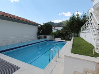 Villa Atniс in Center of Budva with big pool