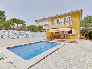 Nice house with pool 10 minutes from the beach, Badia Gran