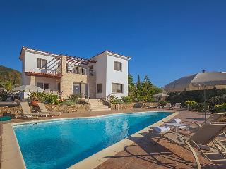Villa Rose-Mary, Pomos - Large 4 Bedroom Villa