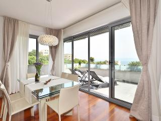 Apartment Anya penthouse near beautiful beach, Split