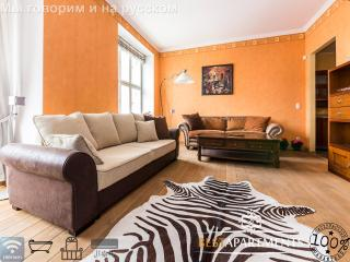 Tallinn Old Town luxury apartment with fireplace & bathtub