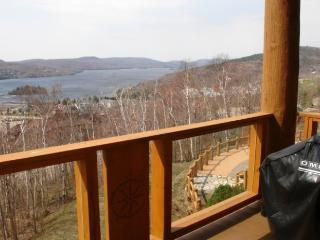 Comfortable 2 Bedroom & 2 Bathroom House in Mont Tremblant (L'Equinoxe | 174-7)