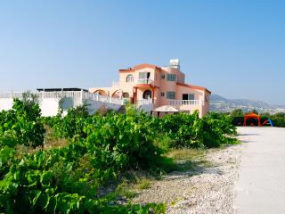 Deluxe 8 bedrooms villa with 8 bathrooms, Peyia