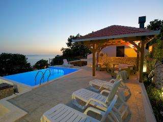 Villa Boby in hill with heated pool & sea view