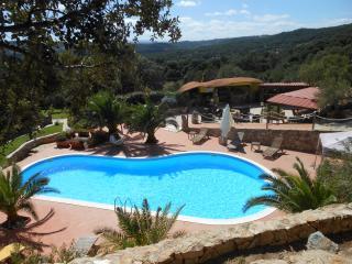 VillaSmeralda immersa in un parco secolare privato, Telti