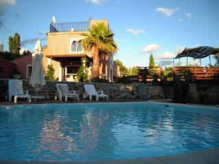 VILLA DE CHARME avec piscine chauffée, Signes