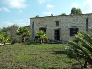 Masseria VillAgata immersa nel verde Salento