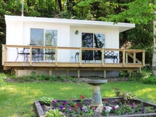 Quaint Studio Cottage on Crystal Lake, Frankfort
