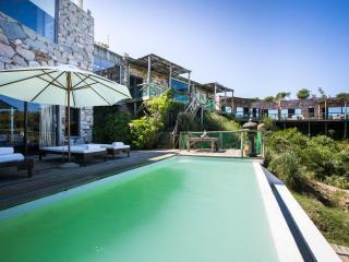 Outstanding Cliffside Home in La Boyita, Manantiales