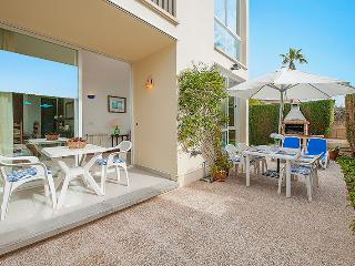 Groundfloor Casa Juan with communal pool, BBQ & 200m to the beach