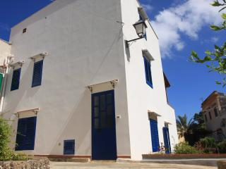 ✹ VolcanoHub house, Ustica center ✹