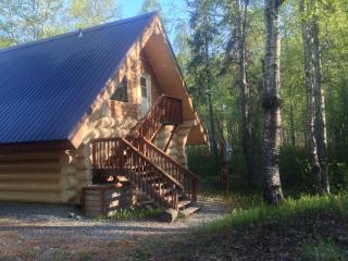 """The Loft"" Cabin w/  Tree-top View, Downtown Area, Talkeetna"