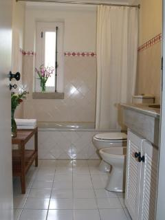 Bathroom with bath/shower