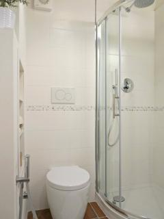 bathroom with shower cubical