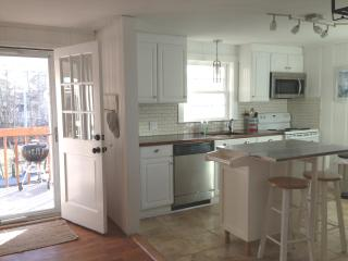 Nice! 2 BR, Coastal Cottage Condo, Walk To Beach, Restaurants!