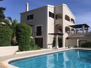 Pool,10 m.walk Centre Carvoeiro,Beaches,FREE WIFI.