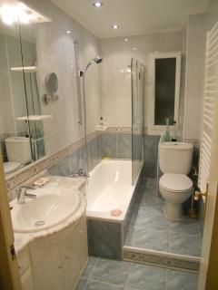 baño muy completo
