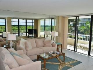 Pretty Condo with lovely beach views from the large wrap balcony, Isla Marco