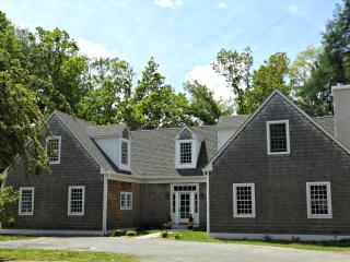 Escape to Connecticut! Private NEW Nantucket Style, Simsbury