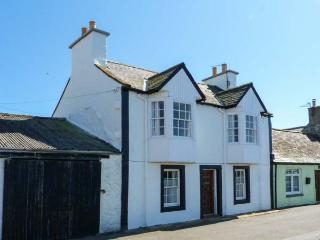 HARBOUR HOUSE, child-friendly, harbourside cottage in Isle of Whithorn, WiFi