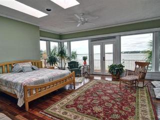 WATERFRONT Villa near Oak Island, NC