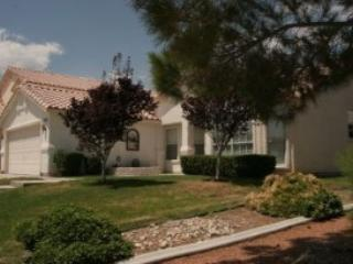 Beautiful furnished home with pool in great area!!, North Las Vegas