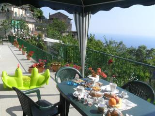 Poppy room (Albachiara B&B)... trekking on Amalfi coast, Agerola