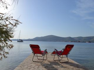Amazing Seafront Holiday House for 18 near Trogir, Okrug Gornji