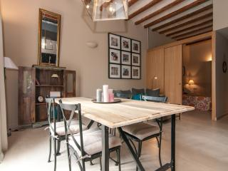 Stylish 2 bdr apartment - Sant Antoni Market 22, Barcelona