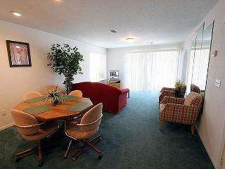Carefree Getaways- 2 Bedroom, 2 Bath Condo Overlooks Golf Course, Branson