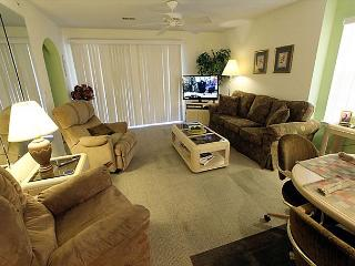 Holiday Hideaway- 2 Bedroom, 2 Bath Condo with King Size Beds, Branson