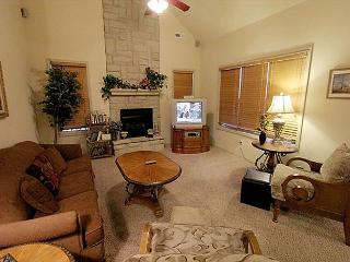 Tranquility Place - Beautiful 3 Bedroom, 3 Bath Villa at Stonebridge Resort!, Branson West