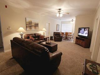 Glorious Getaway-4 bedroom, 4 bathroom condo located in the heart of Branson!