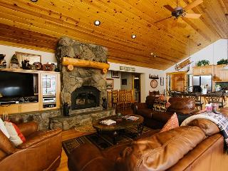 Fawn - Family 5 BR Lakeview w/ Hot Tub & Pool Table! Sleeps 14! From $450/nt, Tahoe Vista
