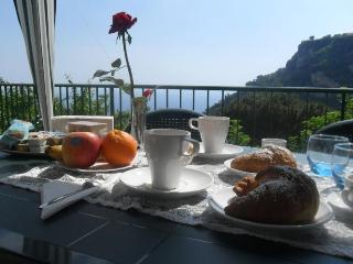 Sunflower room (Albachiara B&B)... trekking on Amalfi coast