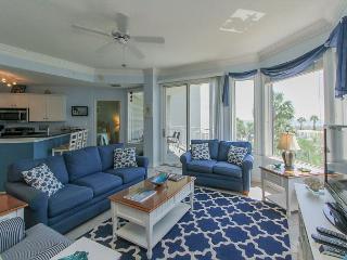 2212 SeaCrest - 2nd Floor, 3 bedroom, Oceanviews and more.  Beautiful!!!, Hilton Head