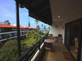 Casa De Emdeko 321 Remodeled , Top Floor, AC included!!, Kailua-Kona