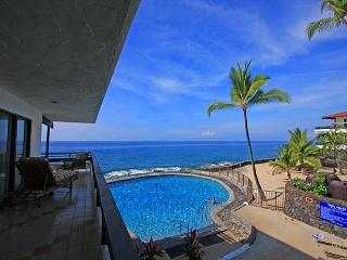 Casa De Emdeko 219 2 Bdrm DIRECT Ocean Front CORNER unit, Wrap around Lanai!, Kailua-Kona