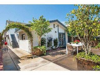 East Bay Ave- Close to Balboa Village 2 bedroom lower unit w/view of the Bay!, Newport Beach