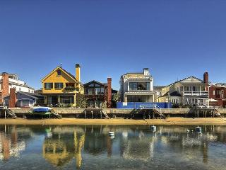 Grand Canal Balboa Island Bay-front 4 bedroom, 2 bath on Grand Canal