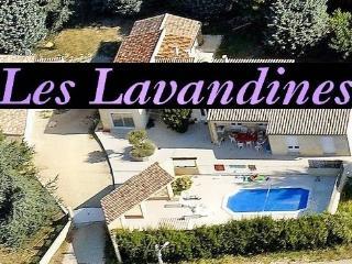 LES LAVANDINES, GITE 4 ETOILES AVEC PISCINE, SAUNA, Saint-Remeze