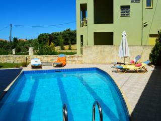 Villa Antigoni private pool & seaview, 3 bedrooms,Wifi,BBQ,close to the beach