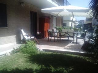 Appartamento mare con giardino
